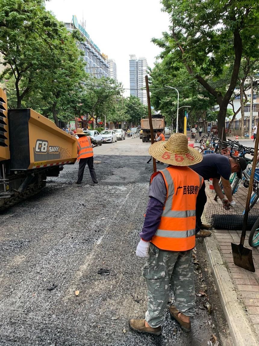 南宁市淡村路绿城水务沥青路面修复中