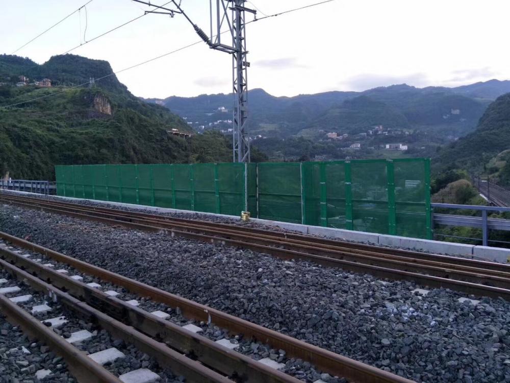 2017年渝黔铁路桥梁防抛网
