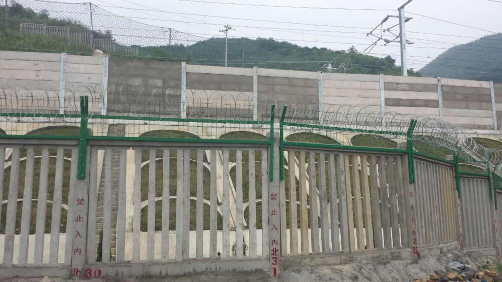 2014年沪昆客专湖南段金属栅栏及加高网片的供货及安装